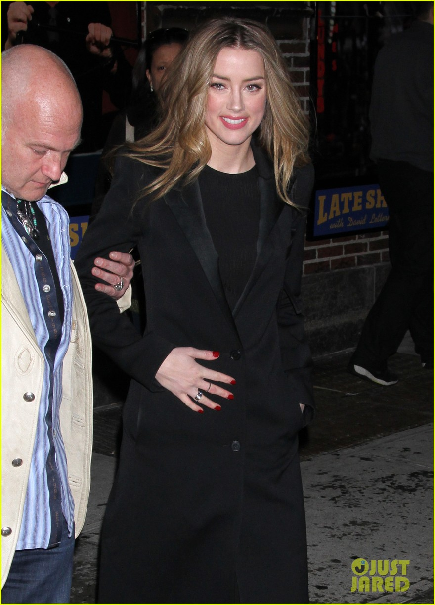 amber heard removes engagement ring for talk show appearances 043055230