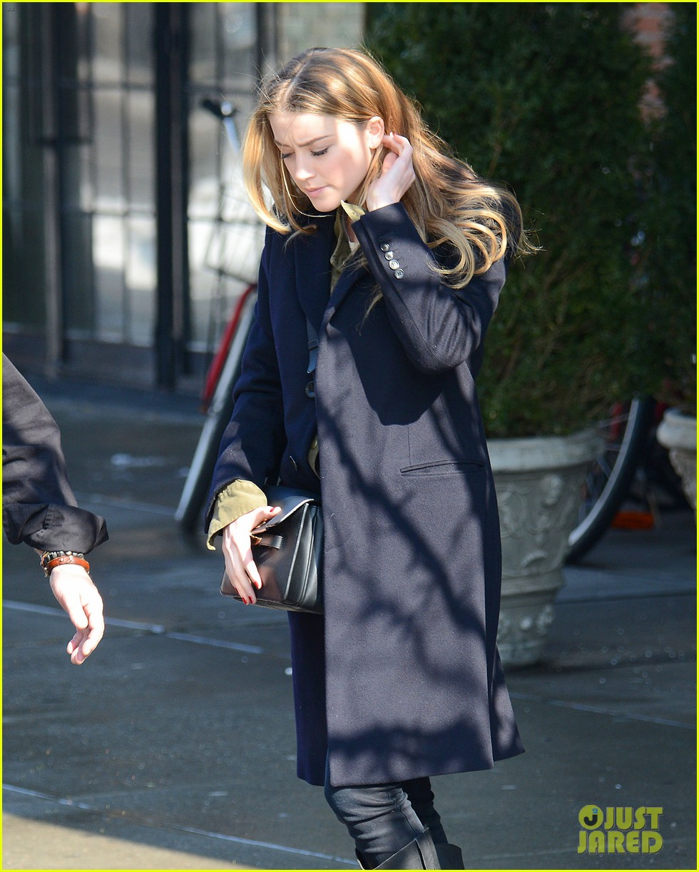 amber heard steps out sans johnny depp on valentines day 083054107