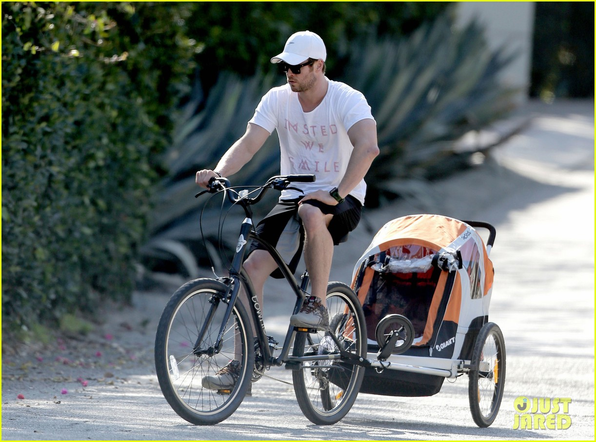 chris hemsworth his big muscles go for a bike ride 05