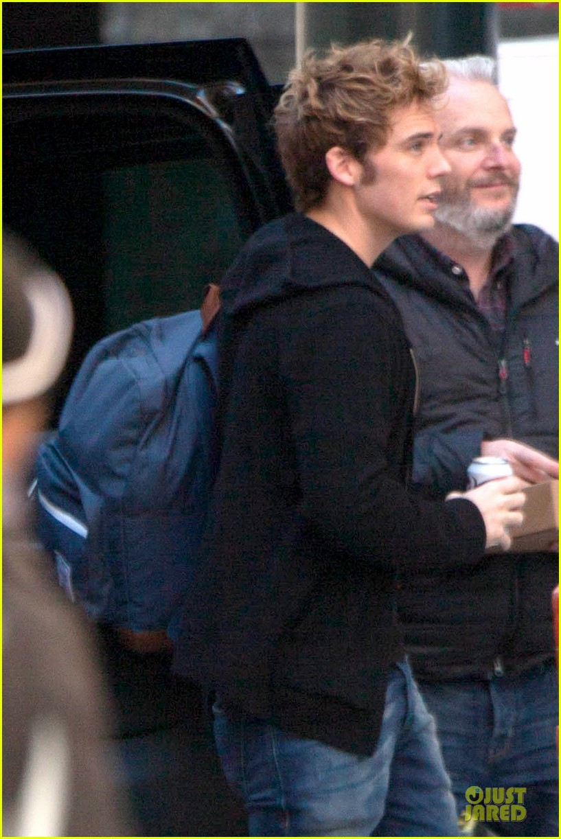 liam hemsworth sam claflin continue mockingjay filming 043045293