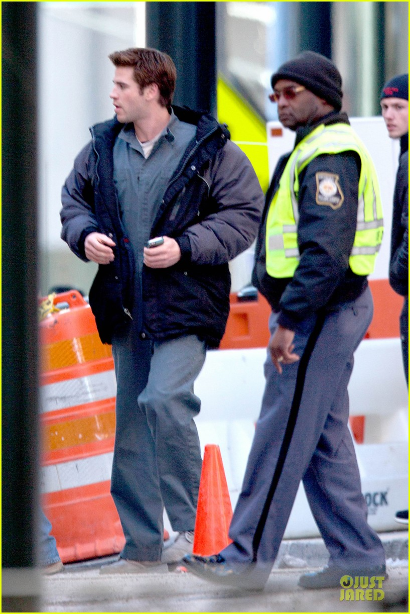 liam hemsworth sam claflin continue mockingjay filming 053045294