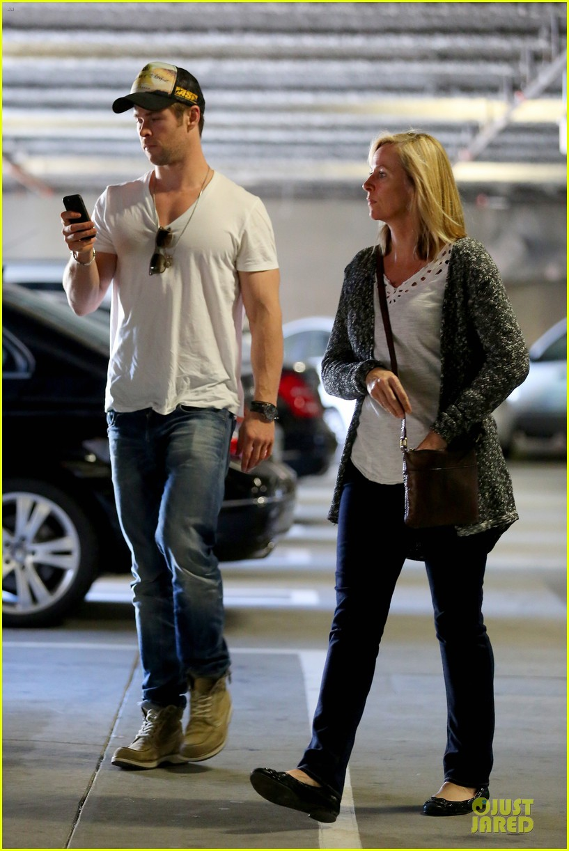 chris hemsworth shops for portable garment racks with mom leoni 013051477