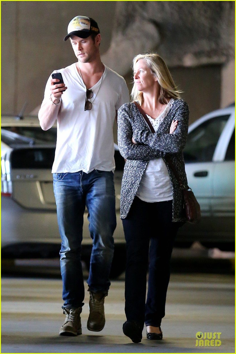 chris hemsworth shops for portable garment racks with mom leoni 103051486