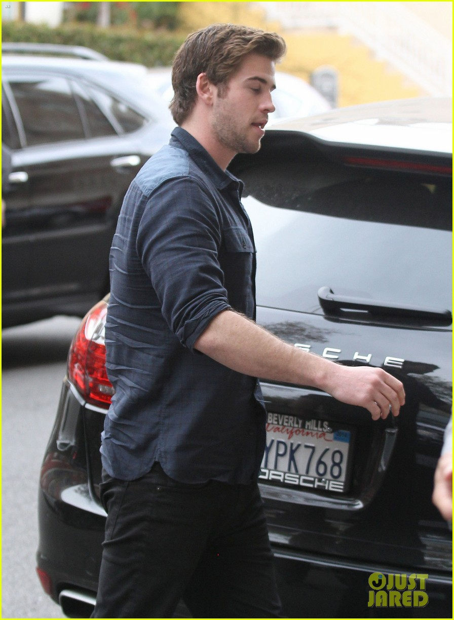 liam hemsworth takes mockingjay filming break in california 023054172