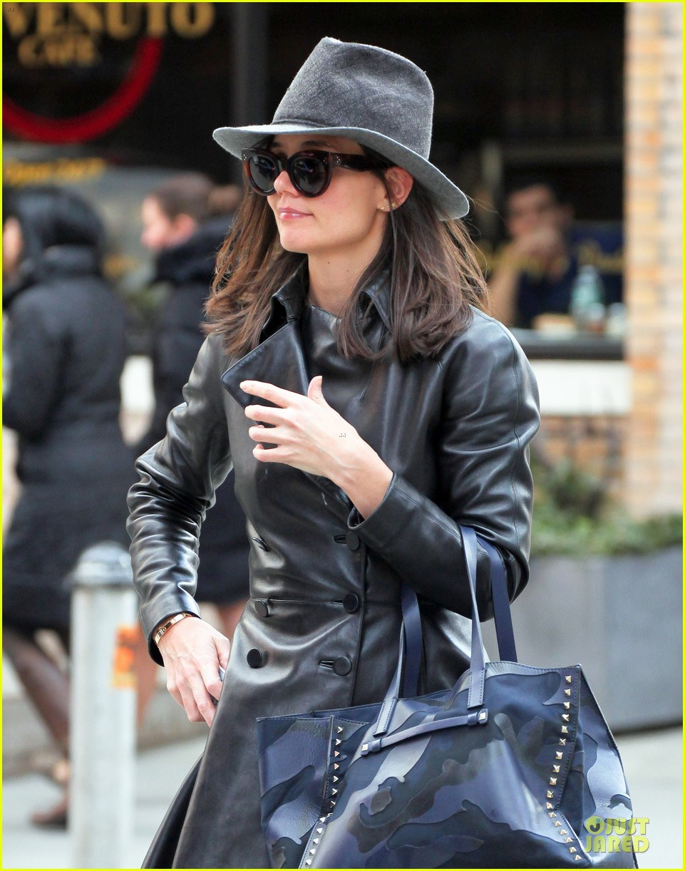 katie holmes i want to be there for suri for a long time 023059912