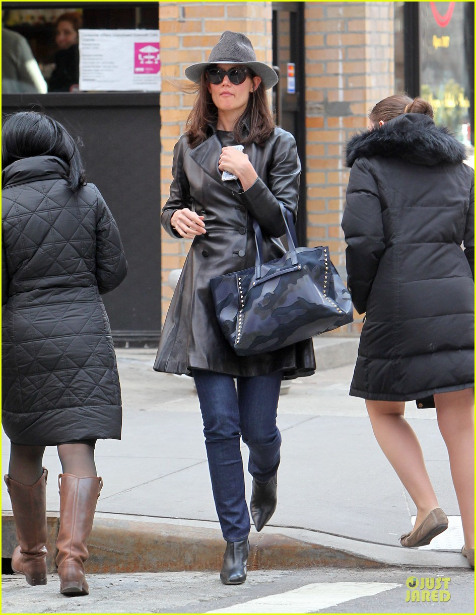 katie holmes i want to be there for suri for a long time 033059913