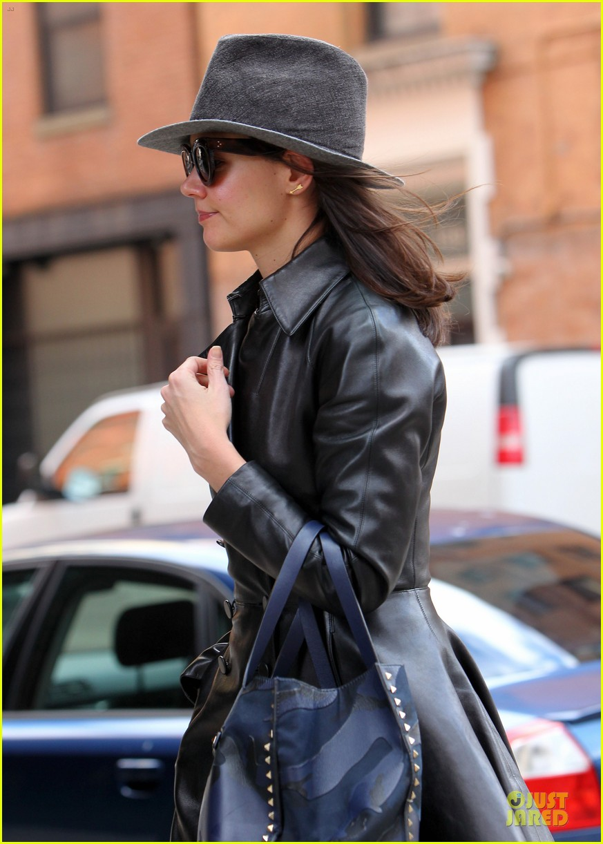 katie holmes i want to be there for suri for a long time 043059914