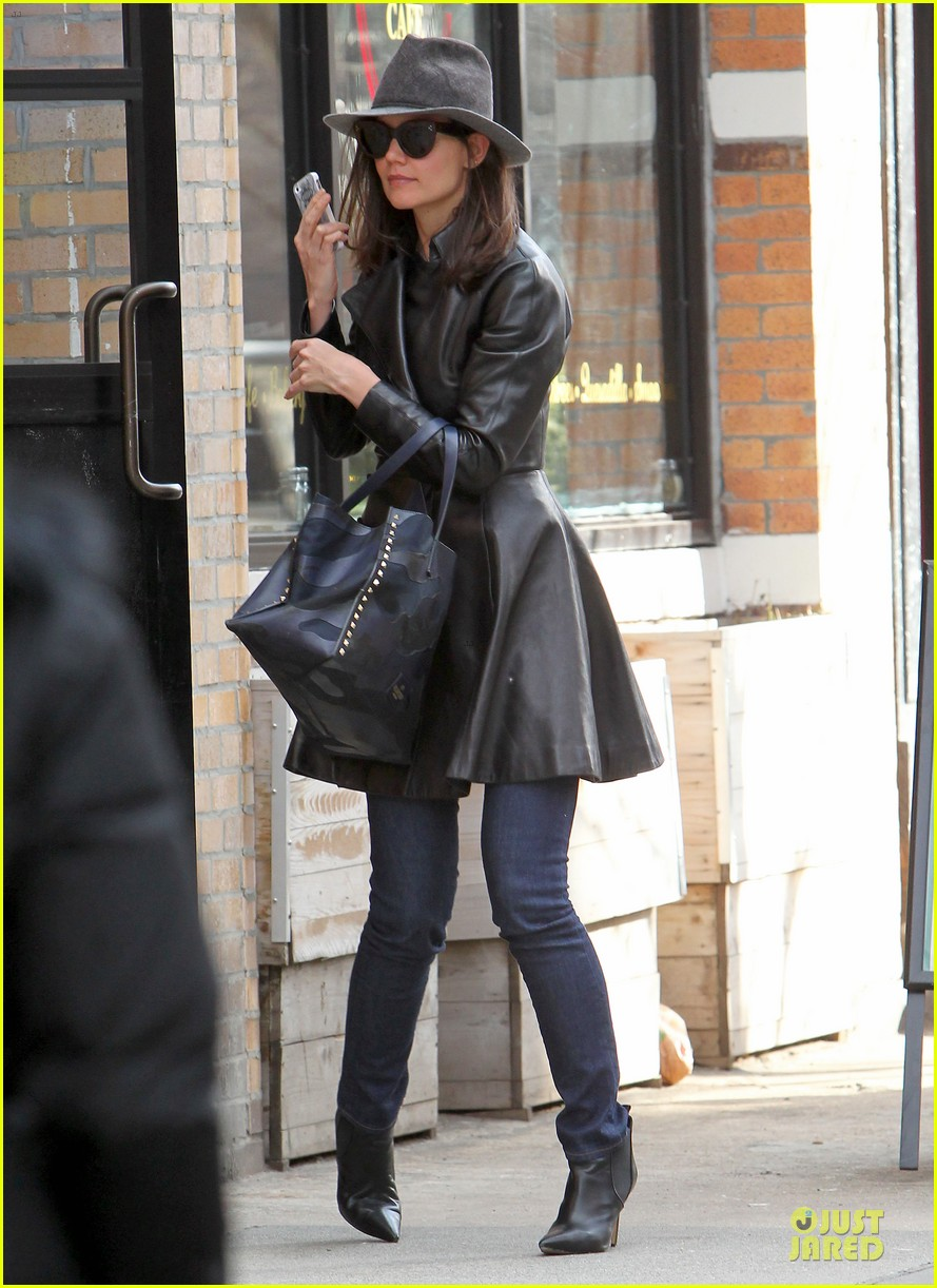 katie holmes i want to be there for suri for a long time 103059920