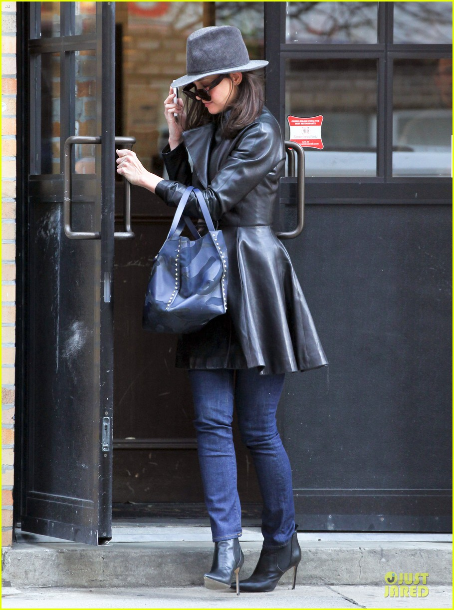 katie holmes i want to be there for suri for a long time 133059923