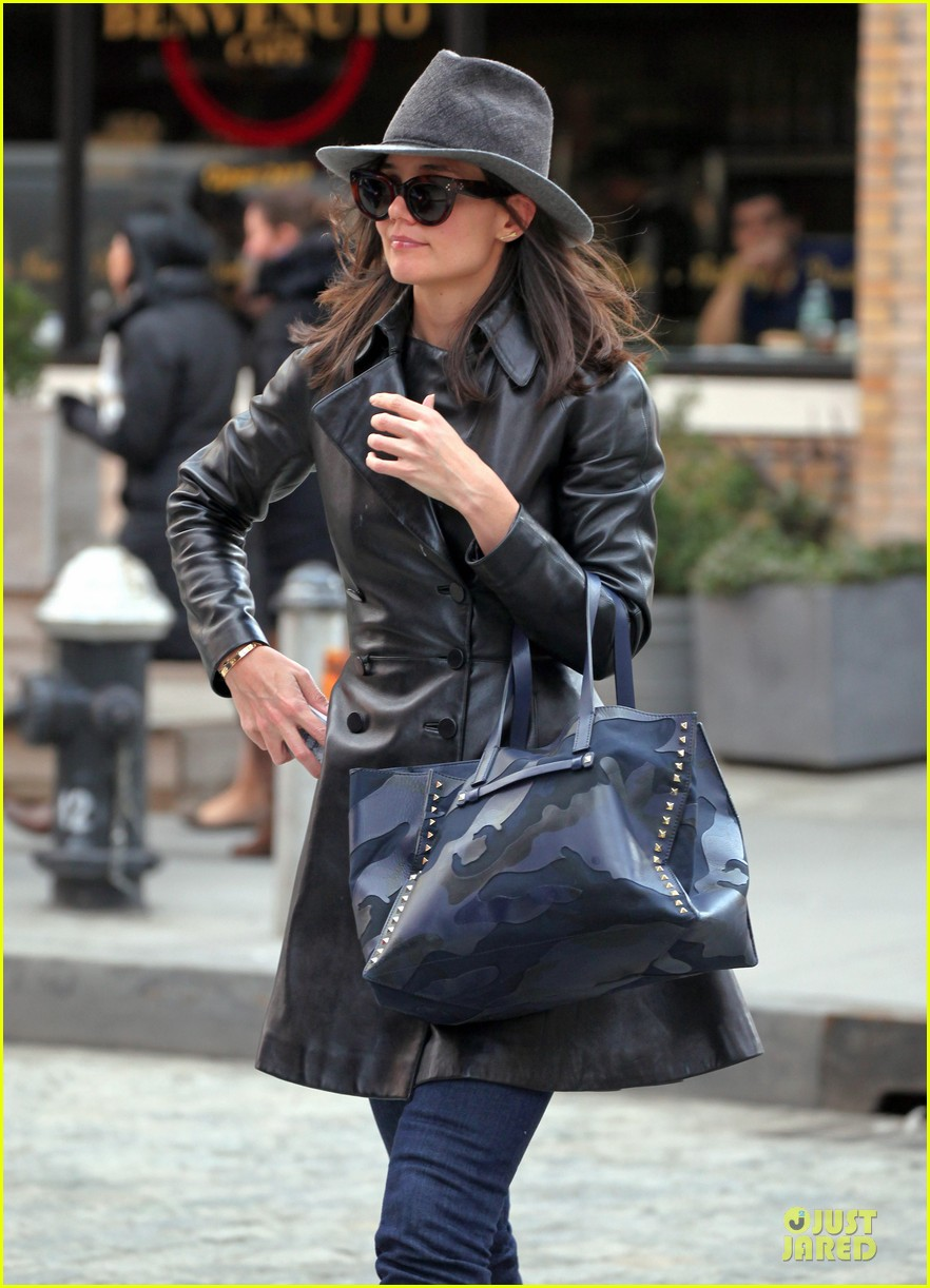 katie holmes i want to be there for suri for a long time 143059924