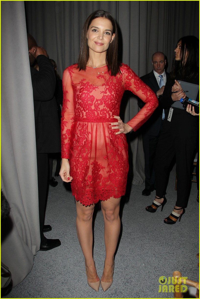 katie holmes lady in red at marchesa fashion show 073052538