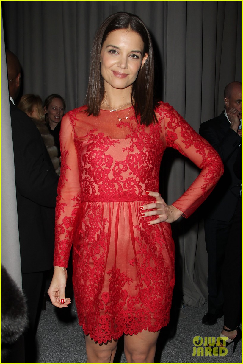katie holmes lady in red at marchesa fashion show 093052540