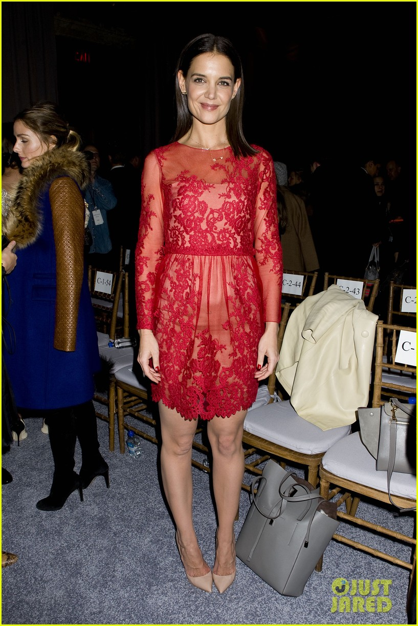 katie holmes lady in red at marchesa fashion show 143052545