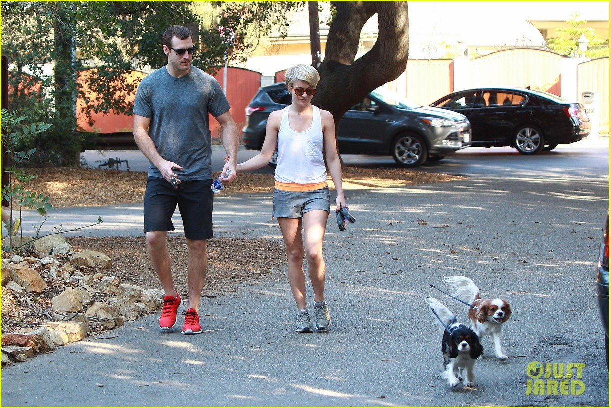 julianne hough holds hands with hockey player brooks laich 053054658