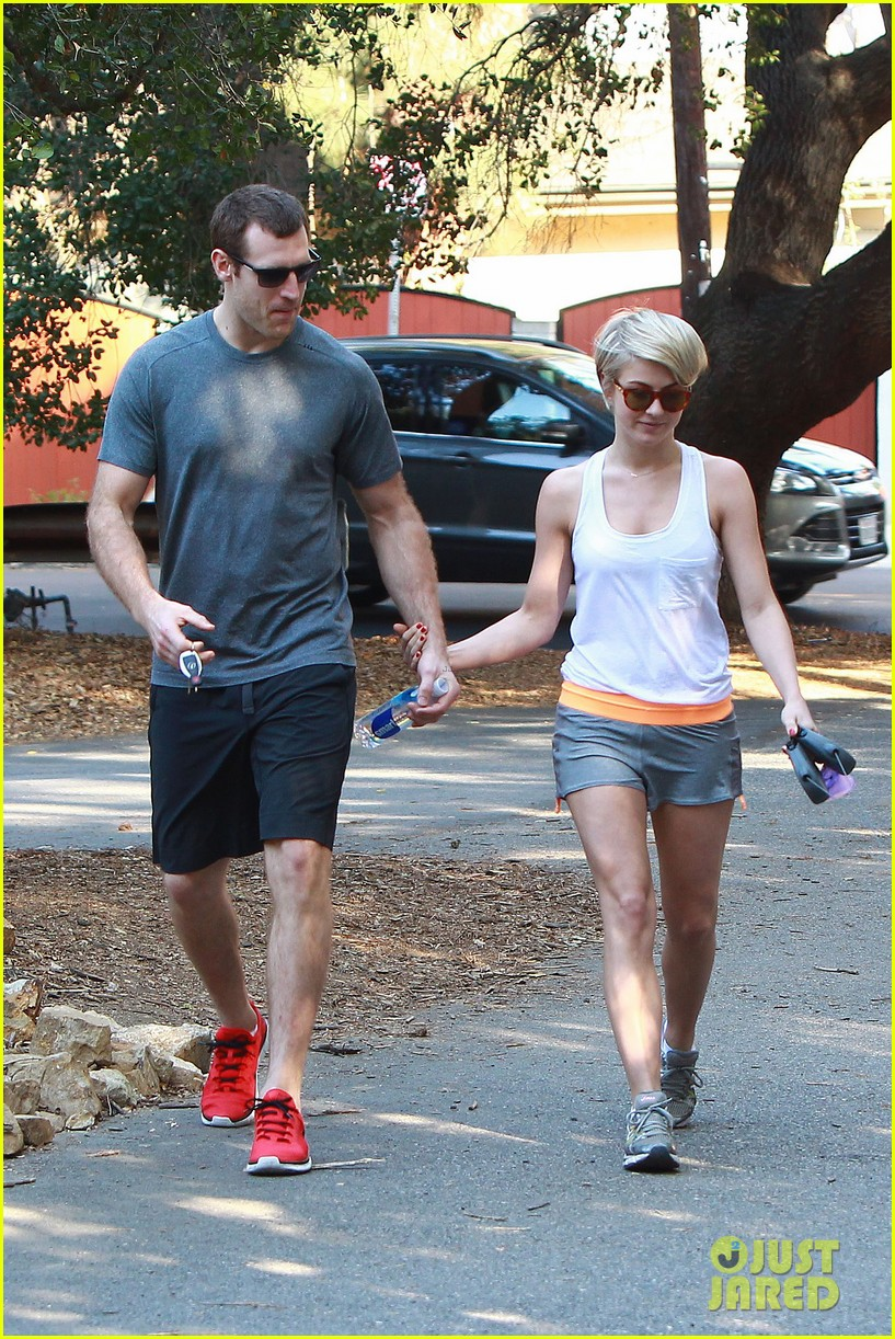 julianne hough holds hands with hockey player brooks laich 093054662