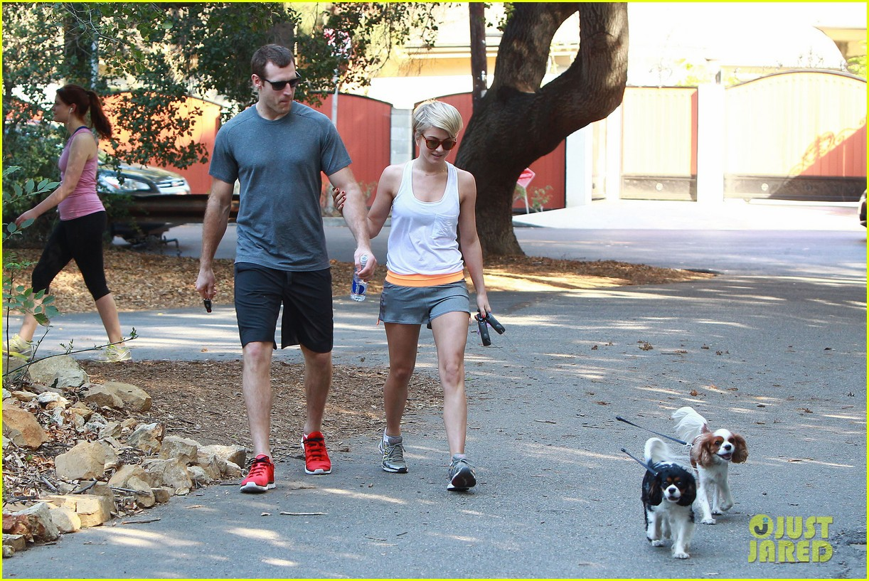 julianne hough holds hands with hockey player brooks laich 113054664