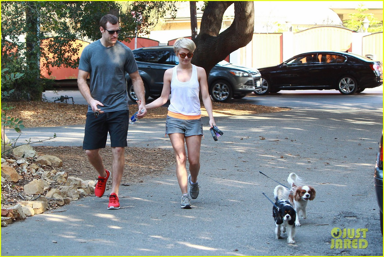 julianne hough holds hands with hockey player brooks laich 183054671