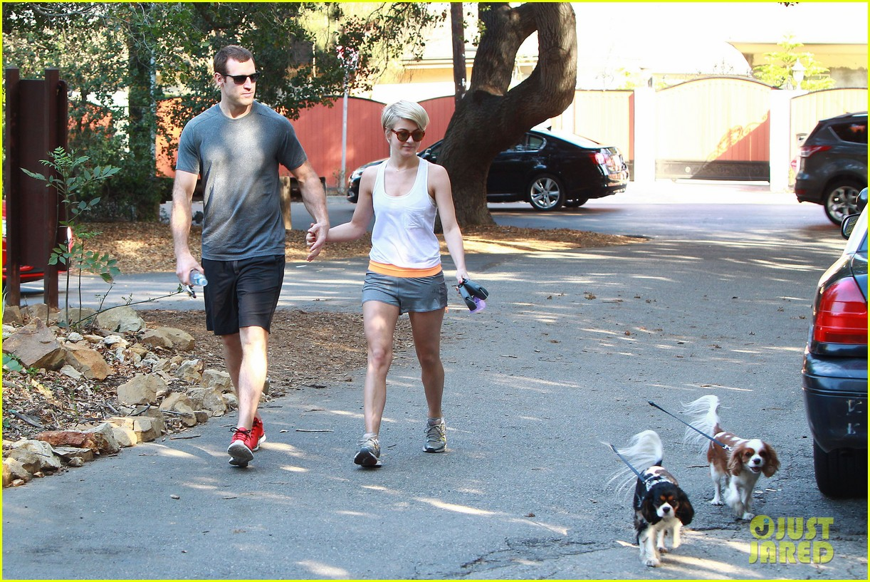 julianne hough holds hands with hockey player brooks laich 203054673