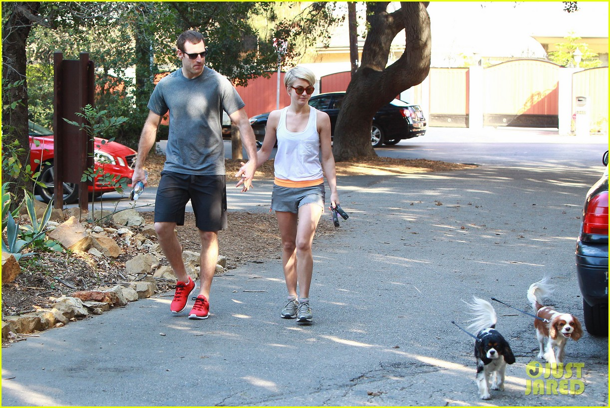 julianne hough holds hands with hockey player brooks laich 213054674