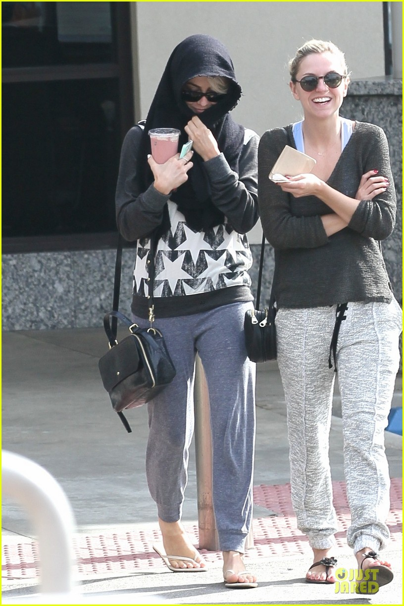 julianne hough debuts new pixie haircut 053049958