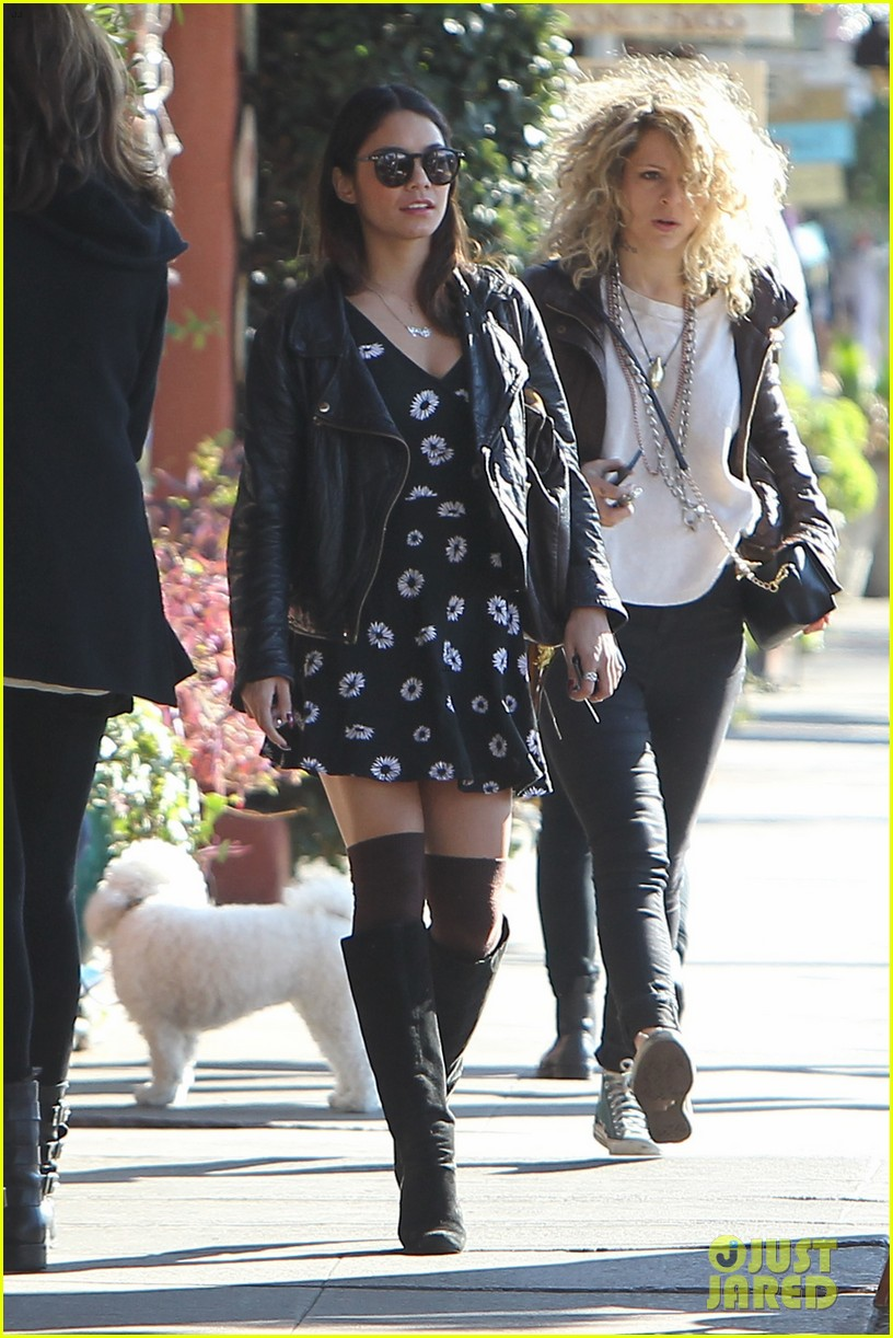 bffs vanessa hudgens ashley tisdale get lunch at aroma 083048136