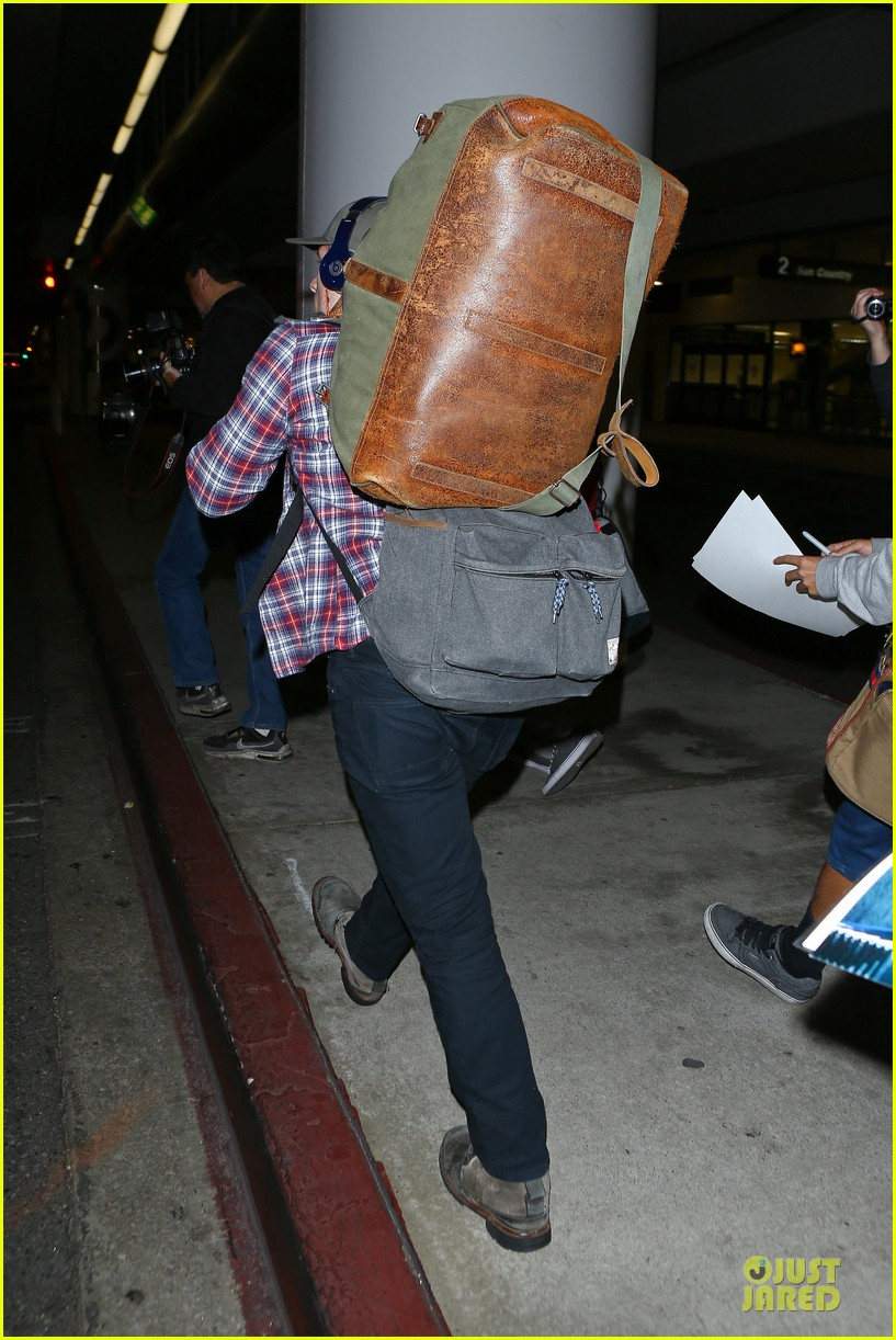 josh hutcherson shows macho strength at lax arrival 183046350