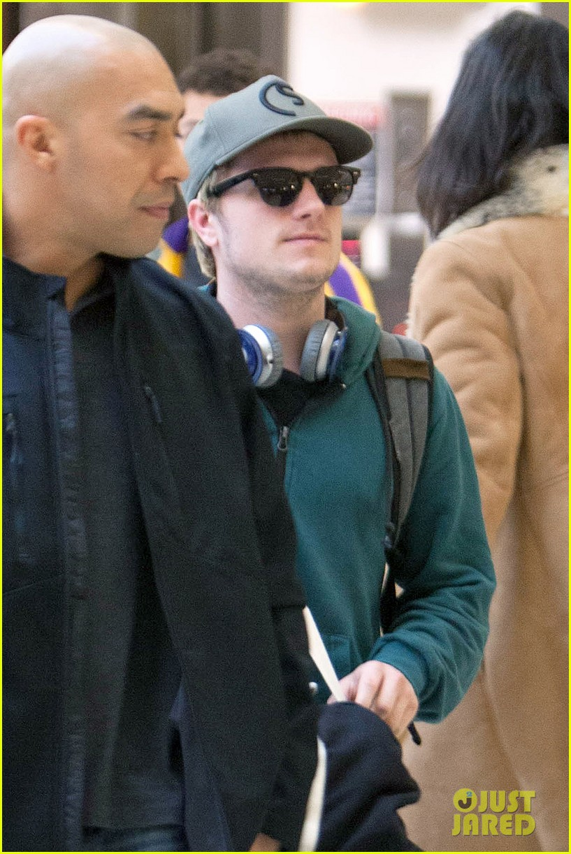 josh hutchersons love for his fans makes us love him more 013052577