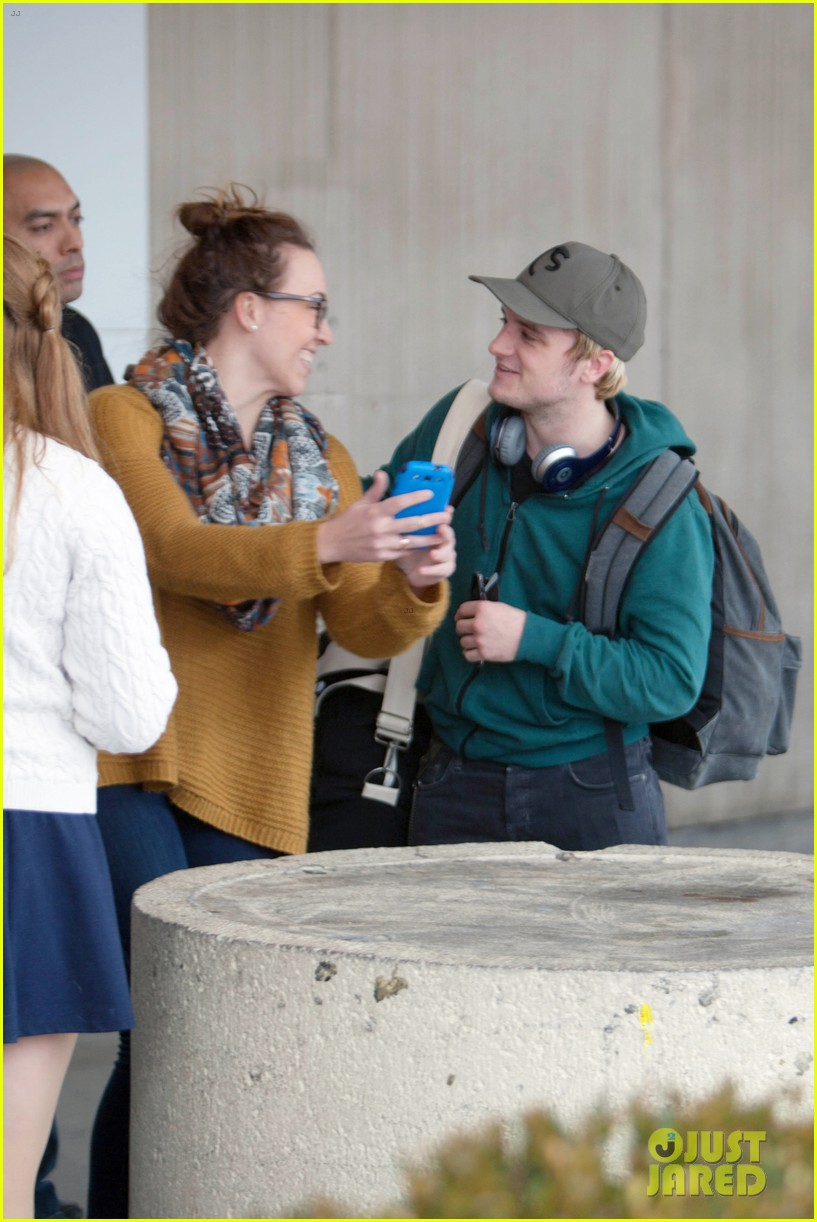 josh hutchersons love for his fans makes us love him more 053052581