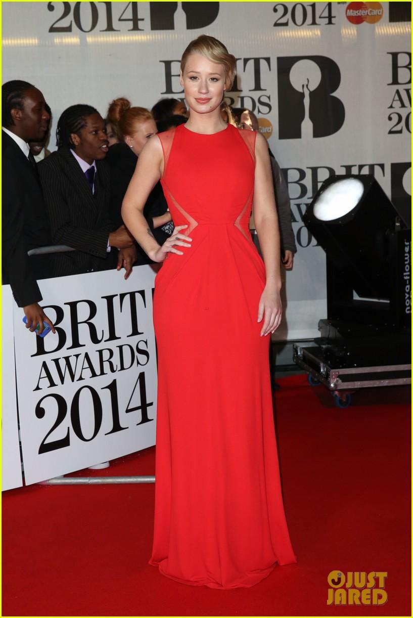 iggy azalea brit awards 2014 red carpet 053056325