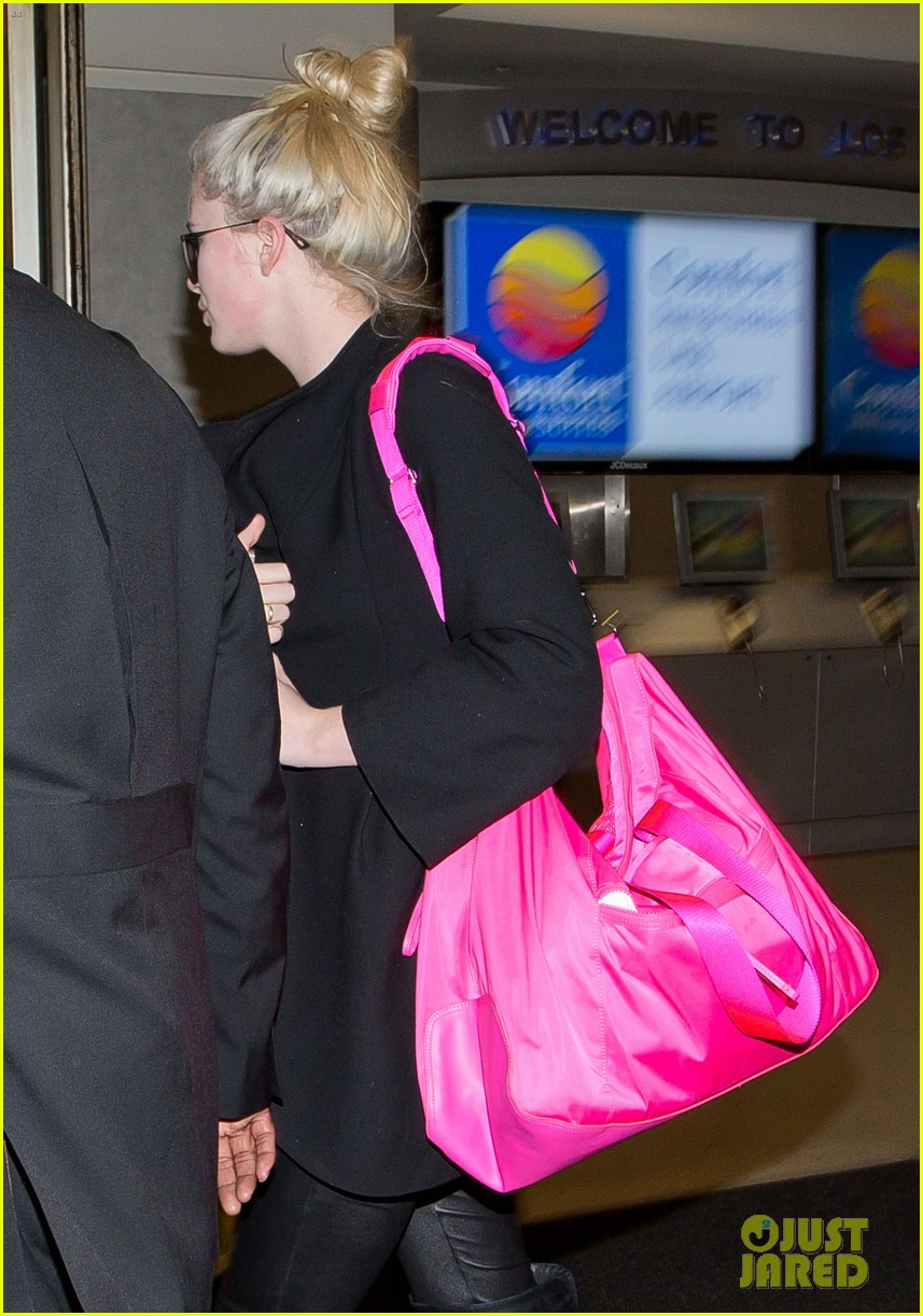 ireland baldwin heads back to los angeles after nyfw 053054408