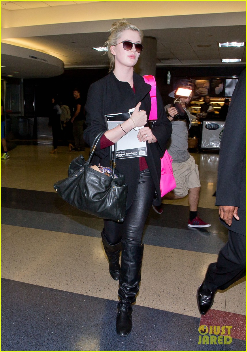 ireland baldwin heads back to los angeles after nyfw 093054412