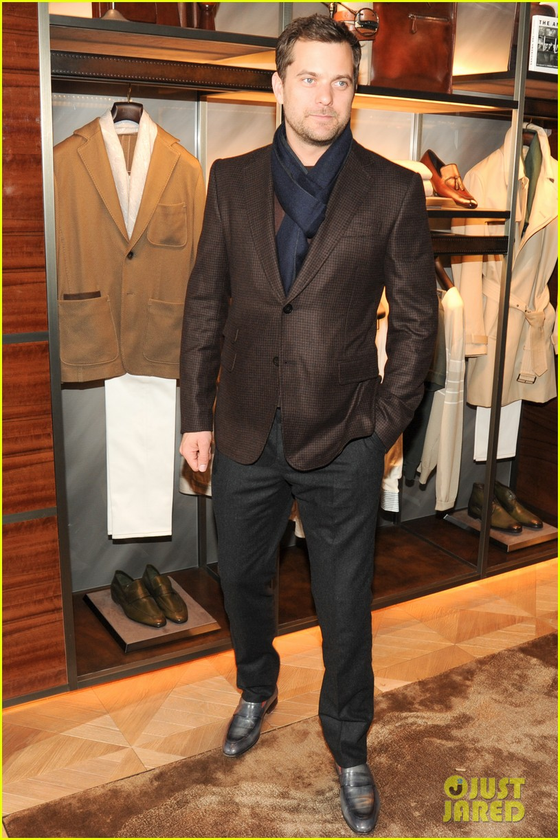 joshua jackson celebrates opening of berlutis first us store 013048984