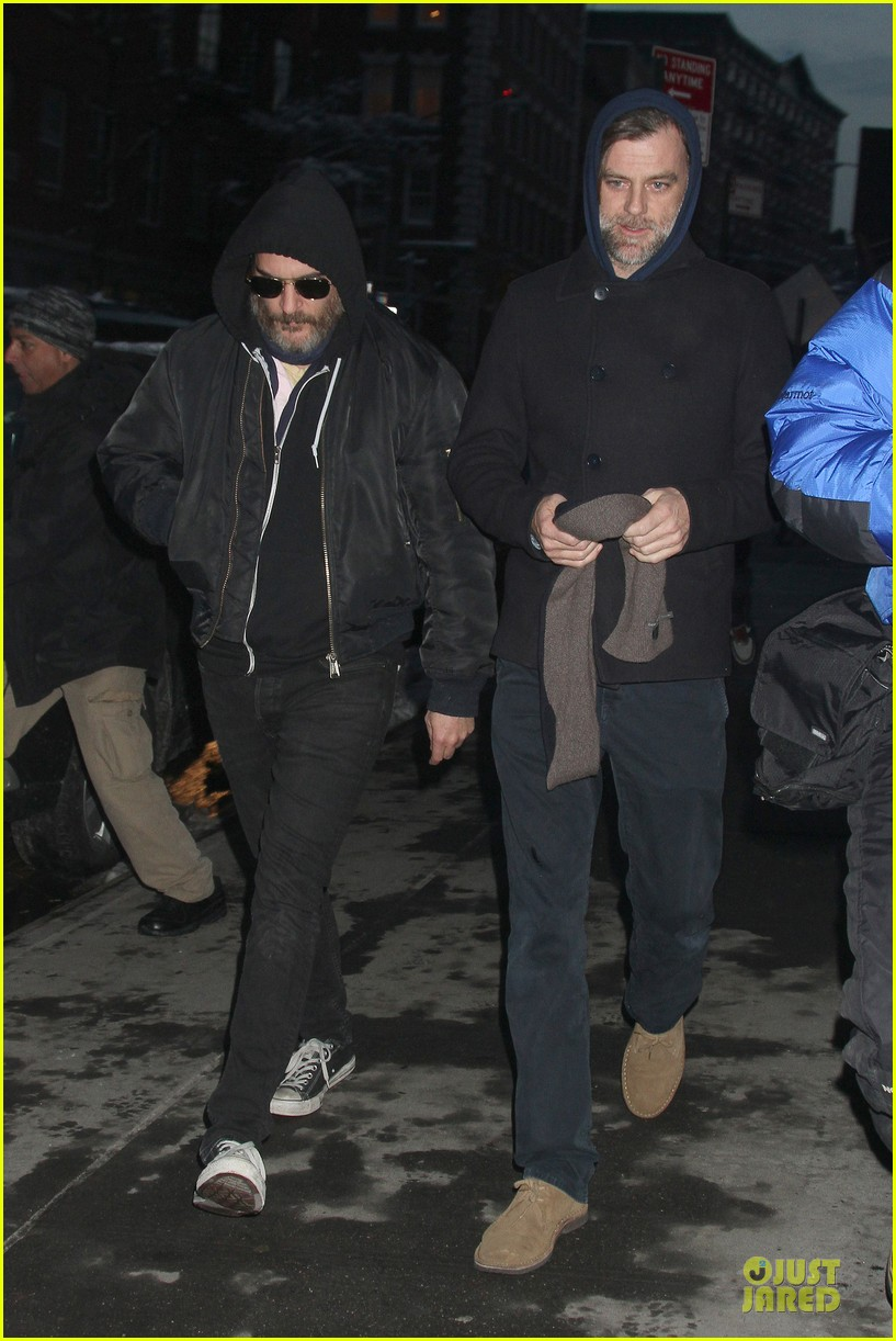 joaquin phoenix pays respects to philip seymour hoffman at mimi odonnell apartment 053047728