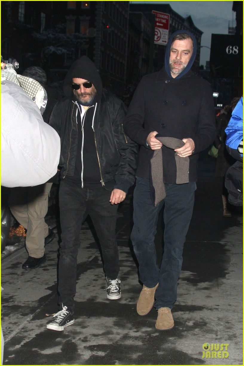 joaquin phoenix pays respects to philip seymour hoffman at mimi odonnell apartment 073047730