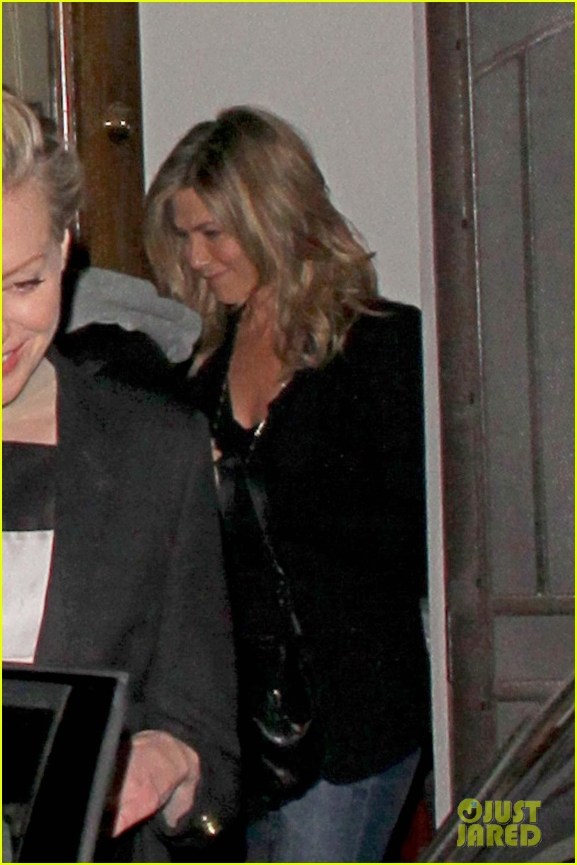 jennifer aniston justin theroux separate coasts separate birthday parties 013045424
