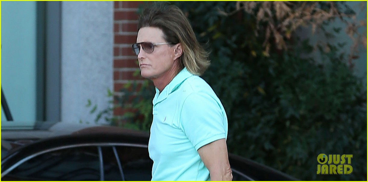 bruce jenner undergoes adams apple surgery see kardashians star see first photo post surgery 023051415