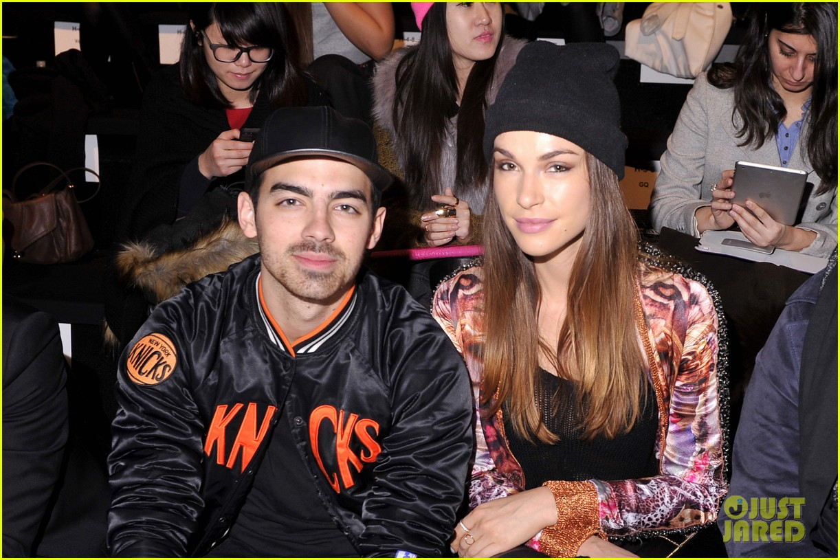 joe jonas blanda eggenschwiler custo barcelona show sweeties 063050313