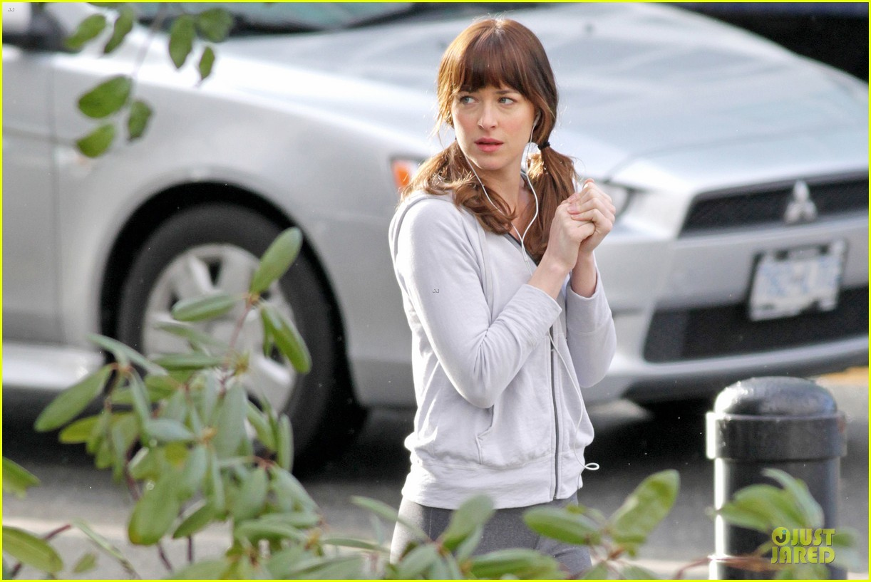 dakota johnson runs for fifty shades in pigtails 083053495