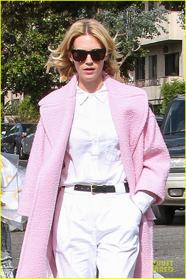 january jones gets dirty for the art of acting 023049898