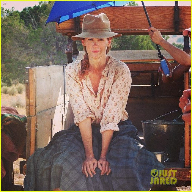 january jones gets dirty for the art of acting 043049900
