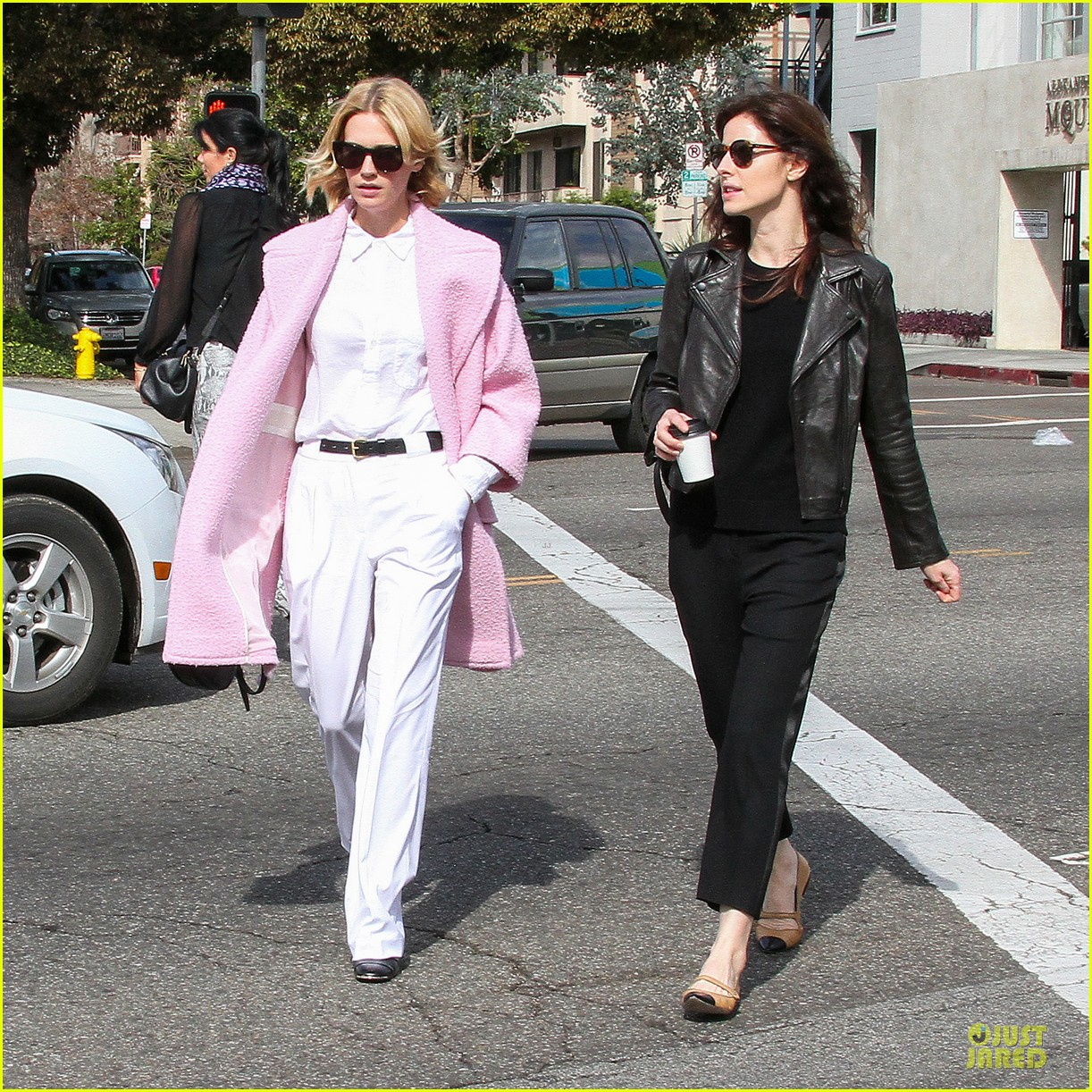 january jones gets dirty for the art of acting 053049901