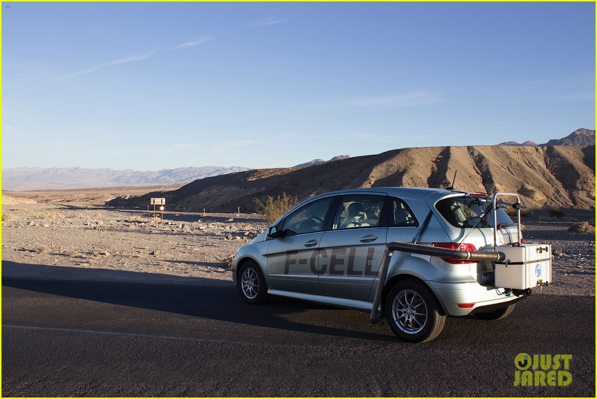 joshua jackson diane kruger survive death valley only on water emitted from their f cell car 11