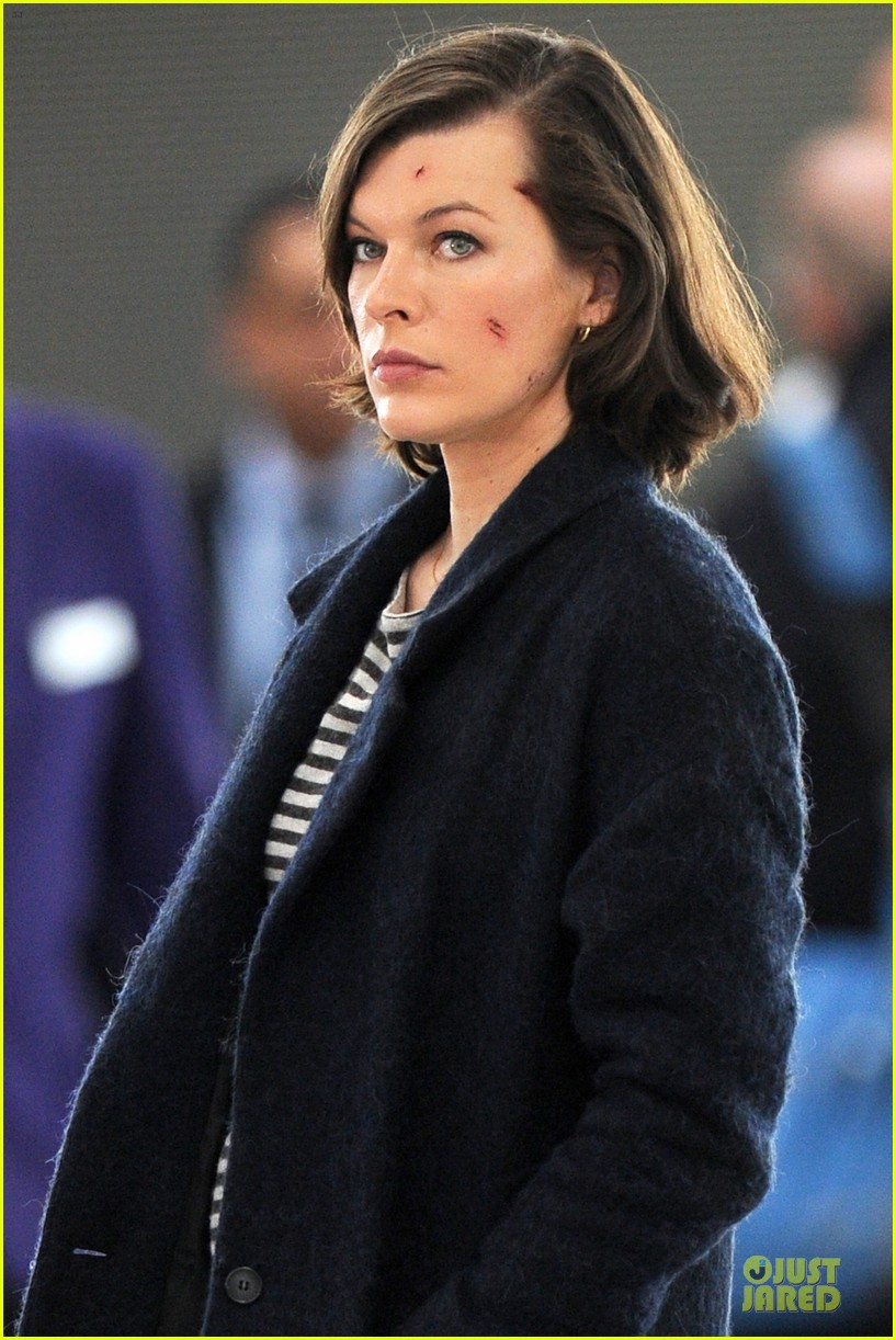 milla jovovich survivor cuts at heathrow airport 02