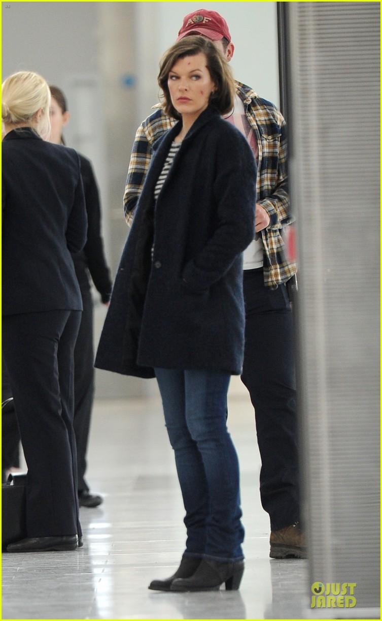 milla jovovich survivor cuts at heathrow airport 083055992
