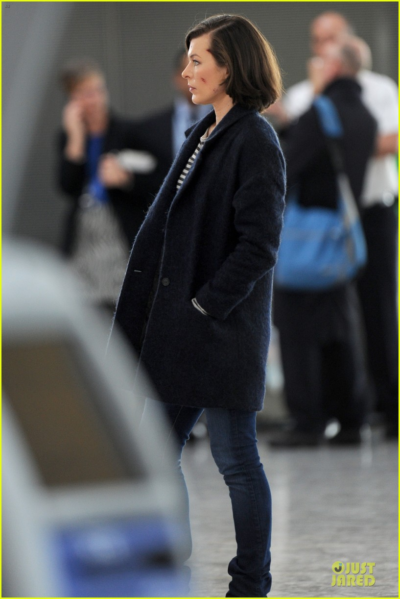 milla jovovich survivor cuts at heathrow airport 113055995