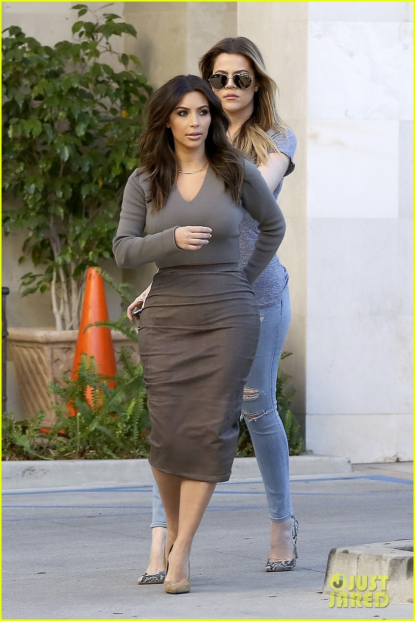 kim kardashian goes back to brunette hair steps out with sisters khloe kylie with new do 113045845