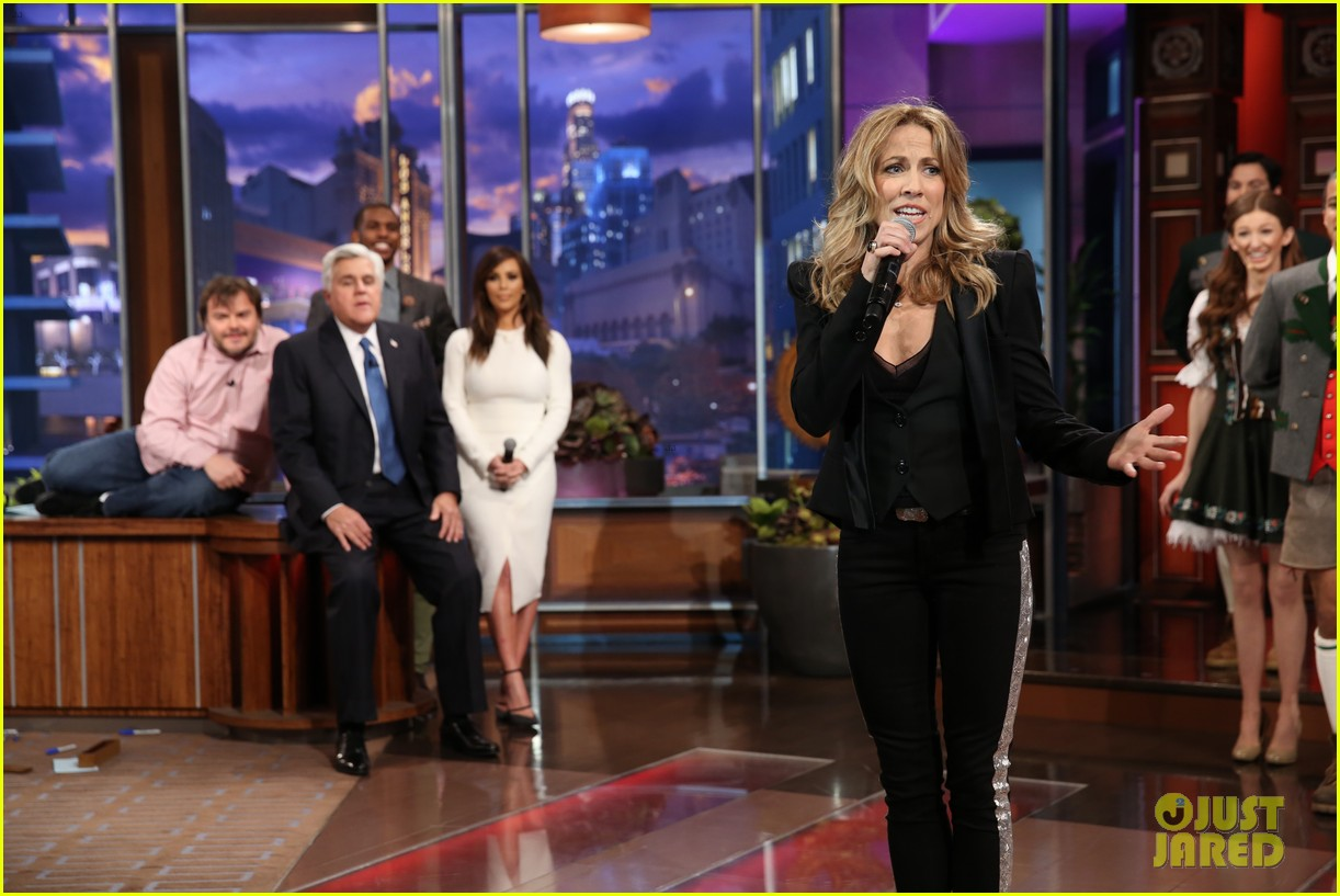 kim kardashian oprah sing for jay leno at his final show 093048860