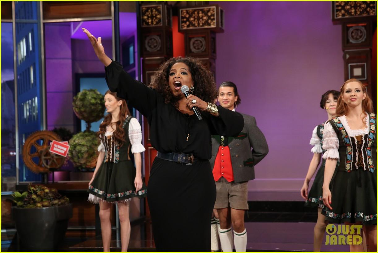 kim kardashian oprah sing for jay leno at his final show 123048863