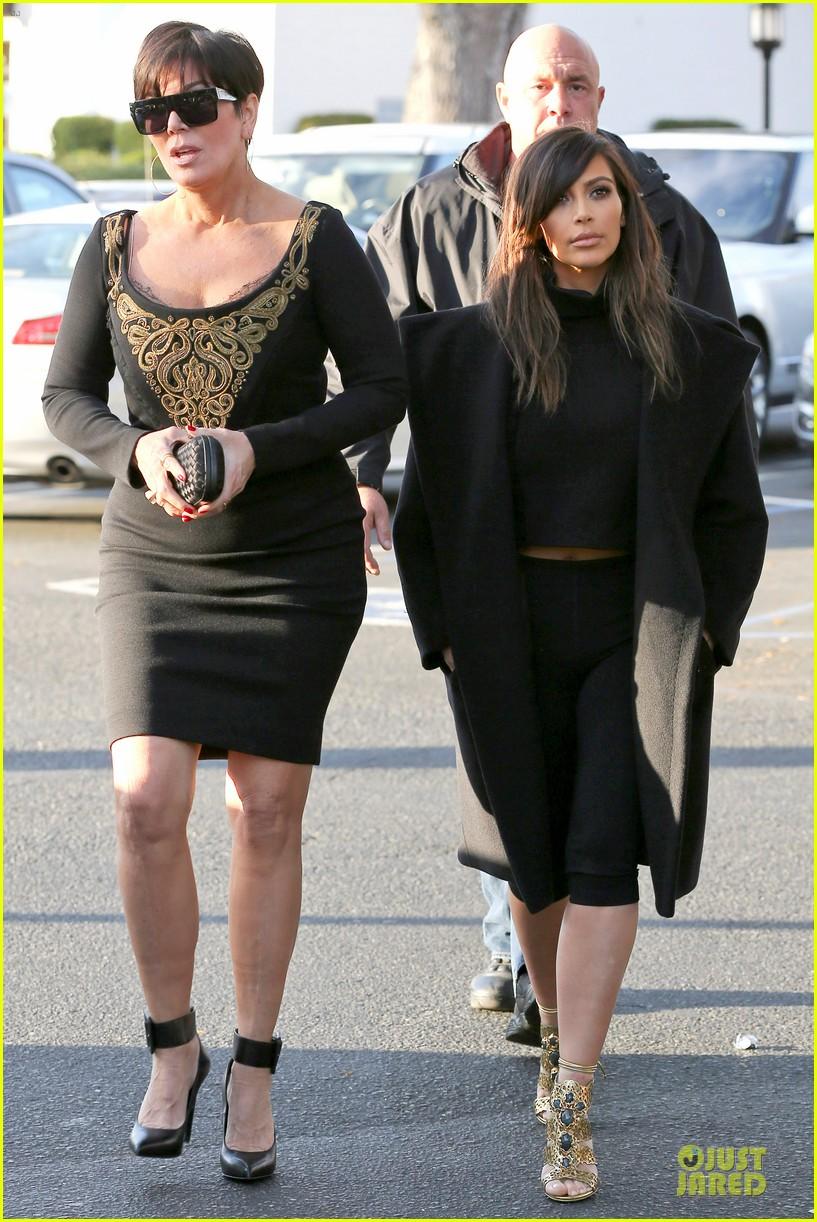kim kardashian restaurant filming with mom kris jenner siser khloe 01