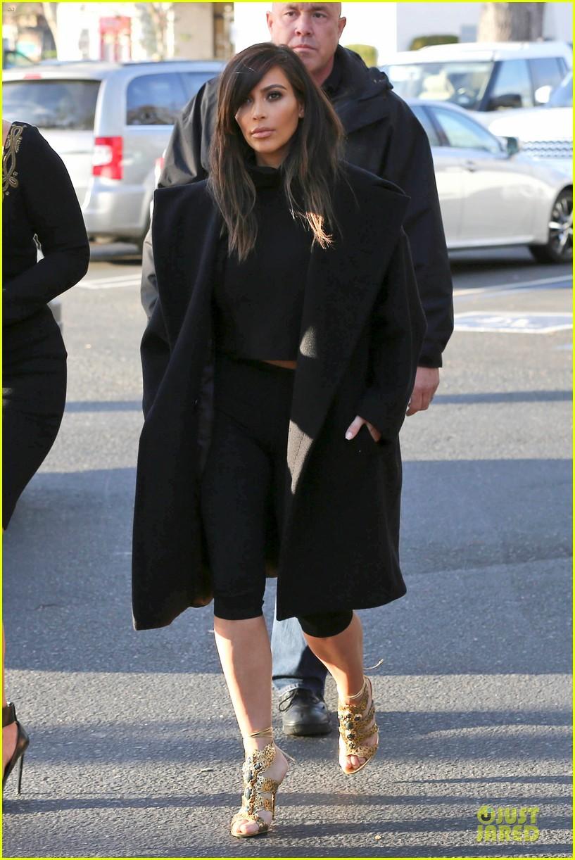 kim kardashian restaurant filming with mom kris jenner siser khloe 083047636